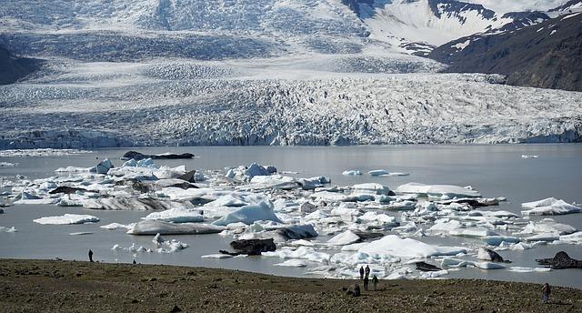glacier-920171_640.jpg