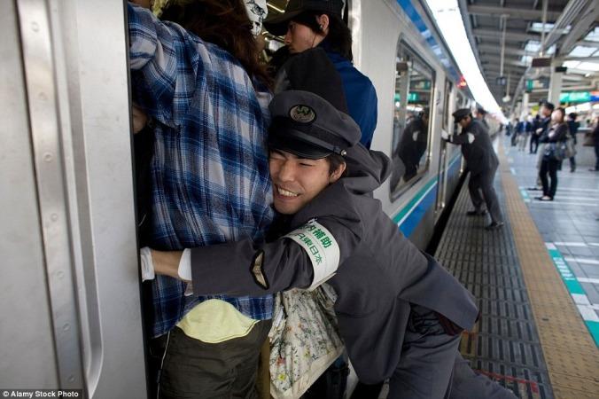 tokyo-subway-pushers-36.jpg